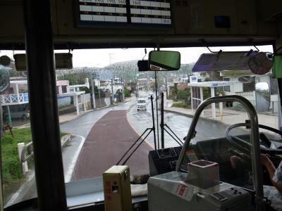 バスで那覇空港へ