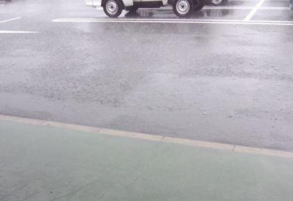 降りだした雨