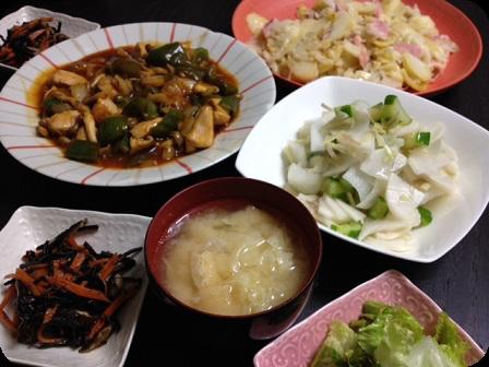 酢鶏+大根と胡瓜の浅漬け+ジャーマンポテト+ひじき+お味噌汁(キャベツと油あげ)