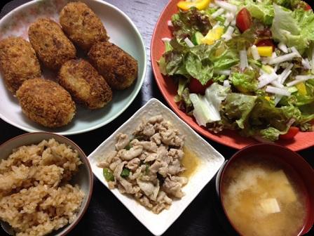 コロッケ+グリーンサラダ+豚肉とピーマンの味噌炒め+お豆腐のお味噌汁+しめじとツナの炊き込みご飯