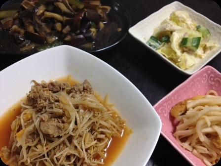 牛肉ともやしの韓国風スープ+大根と油揚げの梅和え+胡瓜とキャベツのサラダ+茄子と胡瓜の煮物