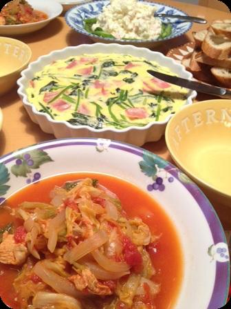 トマトとキャベツのチキンシチュー・ほうれん草とハムのキッシュ・ポテトアスパラサラダ