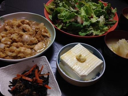 鶏ムネ肉の大根おろし煮+グリーンサラダ+ひじき+中華風冷奴+キャベツのお味噌汁