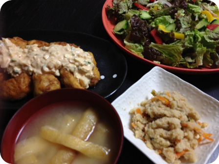 チキン南蛮+グリーンサラダ+卯の花+油揚げのお味噌汁