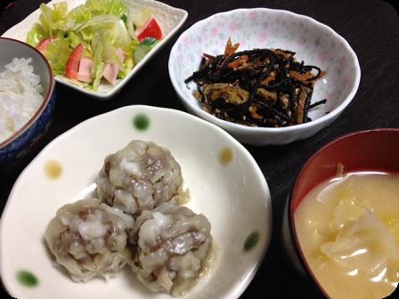 シュウマイ+ひじき+キャベツのお味噌汁+中華風サラダ