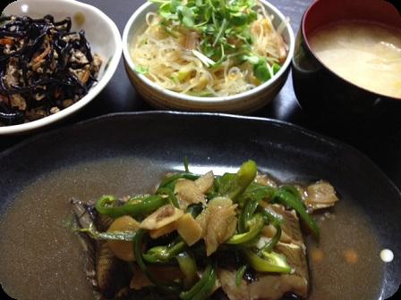 かれいの煮つけ+ひじき+春雨サラダ+お味噌汁(ネギと油揚)