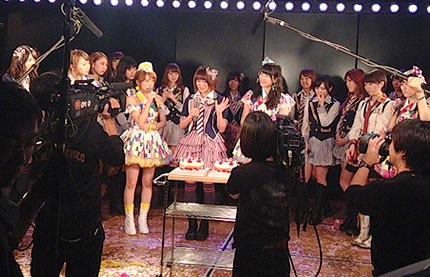 akb48show サプライズ誕生祝い 横山・山内