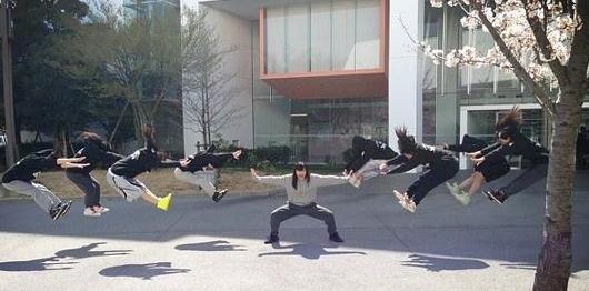 最初、日本の女子高生の間ではじまって・・・