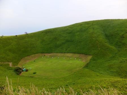大室山山頂噴火口跡