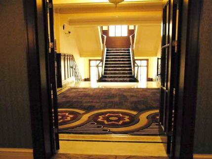 12-6-8-2 ホテル階段