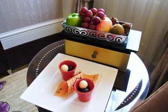 12-6-8-2 部屋フルーツにチョコ
