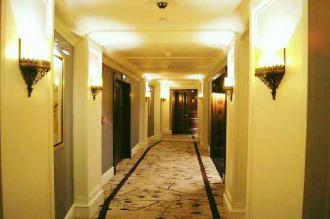 12-6-10 ホテル廊下