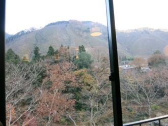 13-12-3 窓から