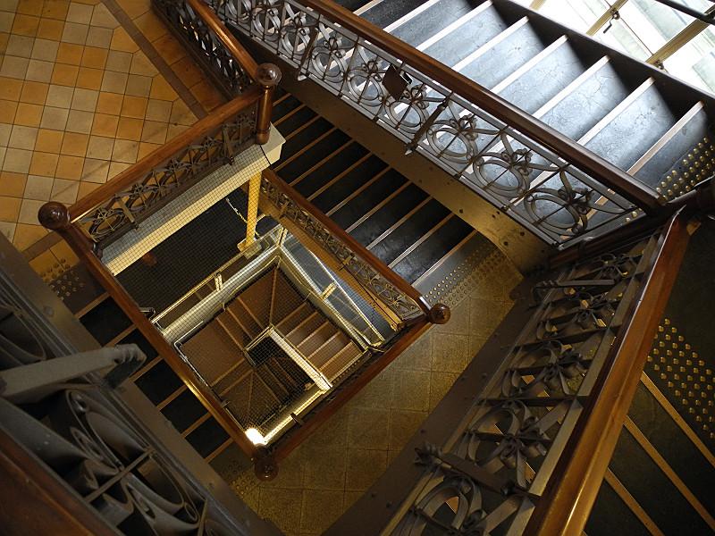 階段室を見下ろす