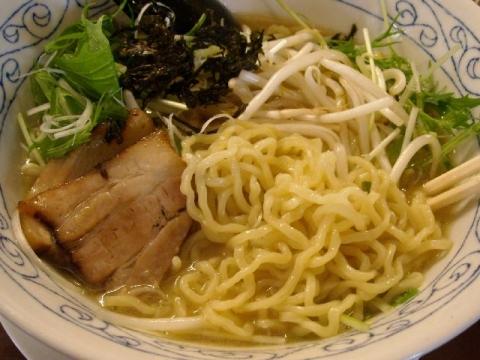青桐・鶏骨醤油ラーメン 麺