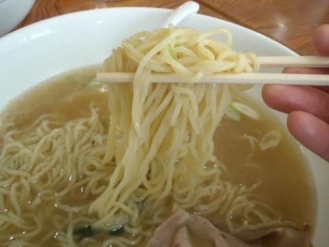 ヒグマ女池店・塩らーめん大盛 麺