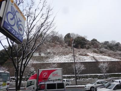 雪で渋滞してます・・・