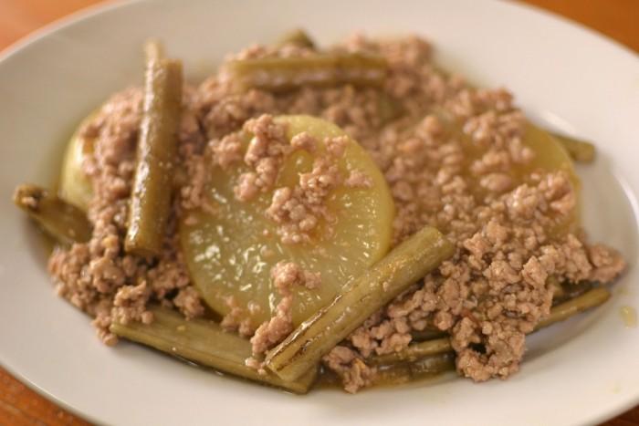 大根と牛蒡と豚挽肉の煮物