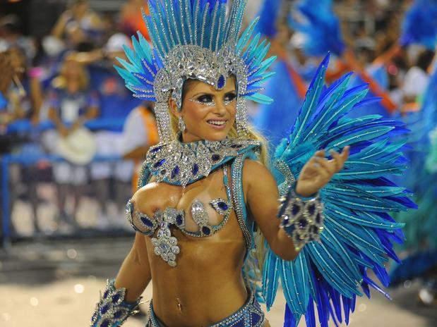 Carnaval 2013 RJ Carine Felizardo Portela