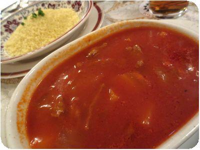 クスクス・アーディ(ラム、野菜、トマトソースのクスクス)