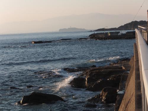 立石海岸からみた江ノ島