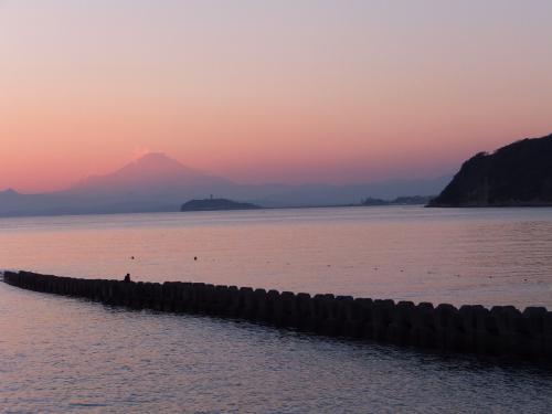 逗子海岸からみた江ノ島