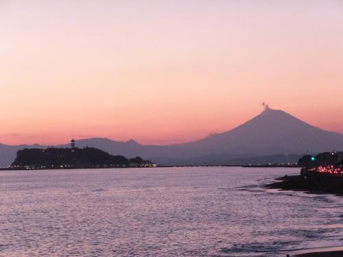稲村ガ崎から見た江ノ島