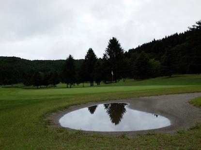 小さな鏡池