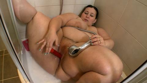 アダルト動画:(洋物BBW)太ったおばちゃん、入浴中にムラムラ~オナニー
