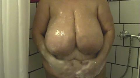 アダルト動画:【洋物】BBW MATURE 素人豊満おばさん 巨大垂れ乳 剛毛マンコ bbw4