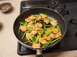 にんにくの芽と鶏胸の牡蠣油12