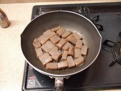 ブリあらと蒟蒻ピリ辛煮12