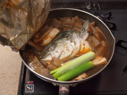 ブリあらと蒟蒻ピリ辛煮16