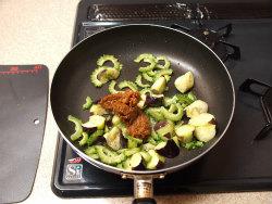 ゴーヤーと茄子の肉味噌炒め14