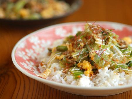 レタスと豚ひき肉の豆板醤炒45