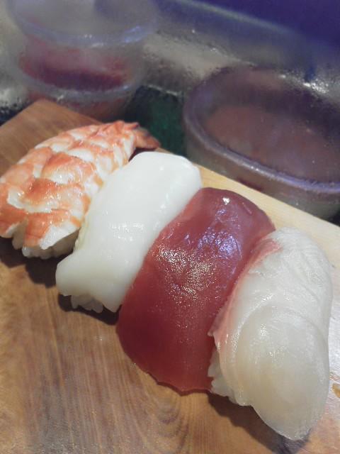 寿司も目も回らない寿司