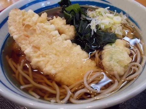 しぶそばの笹かまぼこと舞茸の天ぷらそば