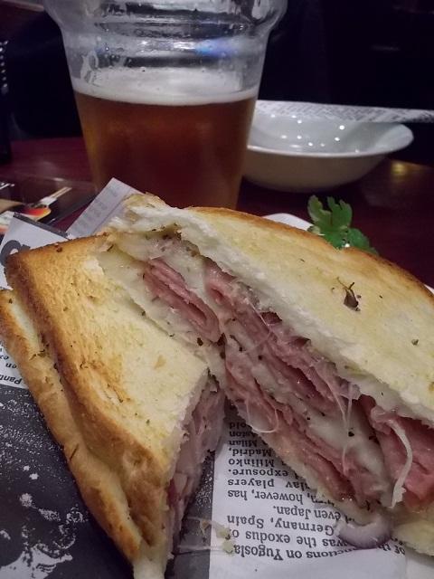 HUBのターキーパストラミ・サンドイッチ