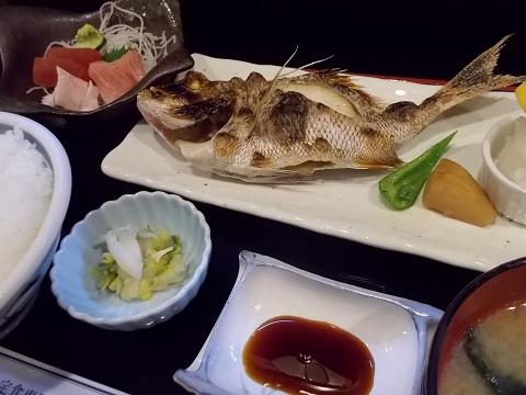 焼き魚と刺身の定食