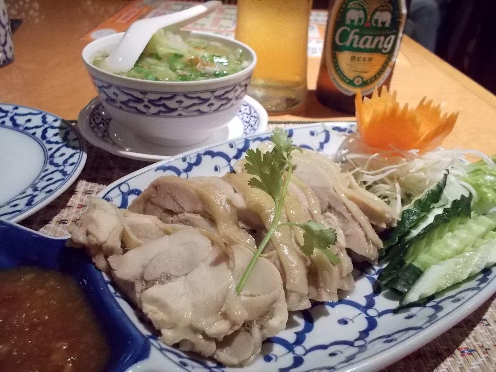 タイの蒸し鶏とスープ