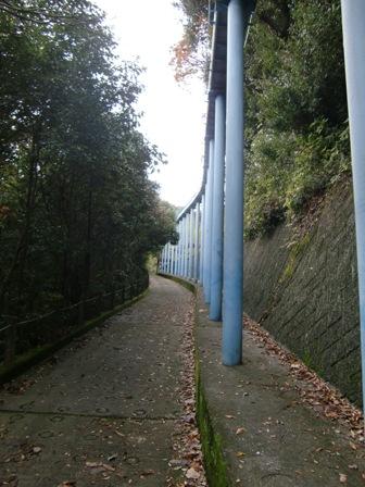 滑り台の柱