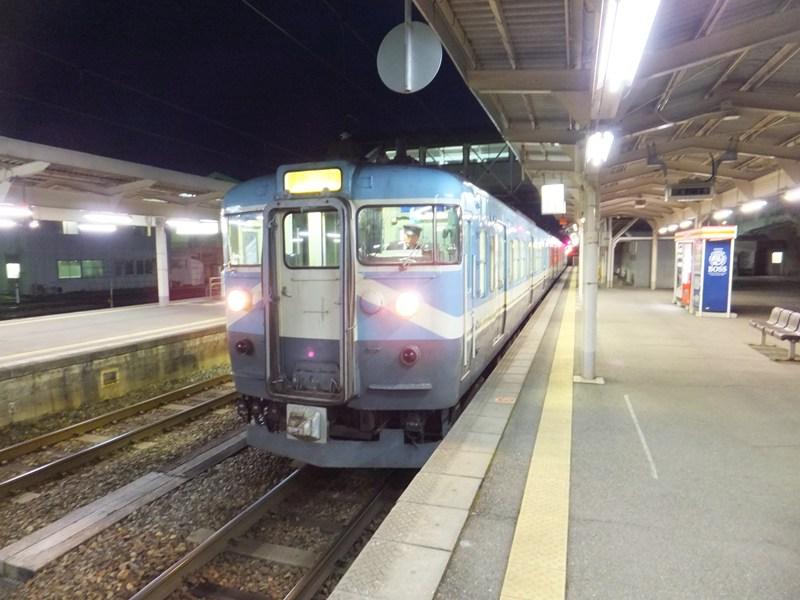 早朝の七尾駅
