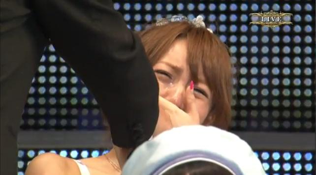 篠田麻里子が卒業、悲しむ高橋みなみ