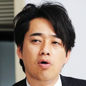 小阪由佳と設楽統の画像