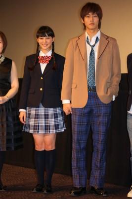 武井咲と松坂桃李の舞台挨拶での画像3