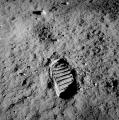 596px-Apollo_11_bootprint.jpg