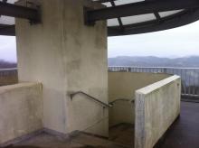 低い展望台階段