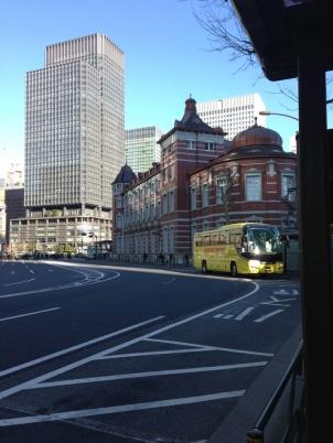 東京駅とはとバス