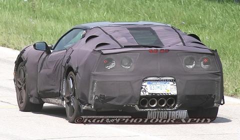 Spyshots-2014-Chevrolet-Corvette-C7-at-GM-Proving-Grounds-01.jpg