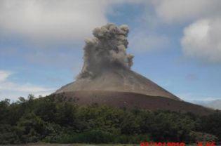 インドネシアのアナク・クラカタウ火山が活発化